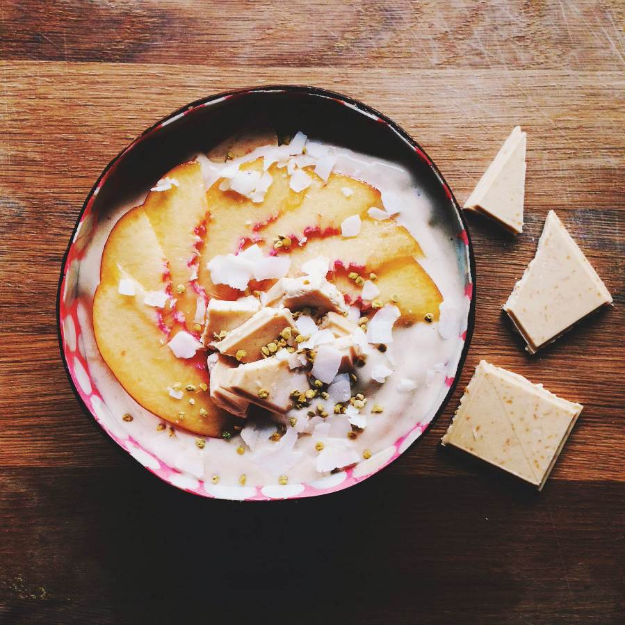 peach smoothie bowl